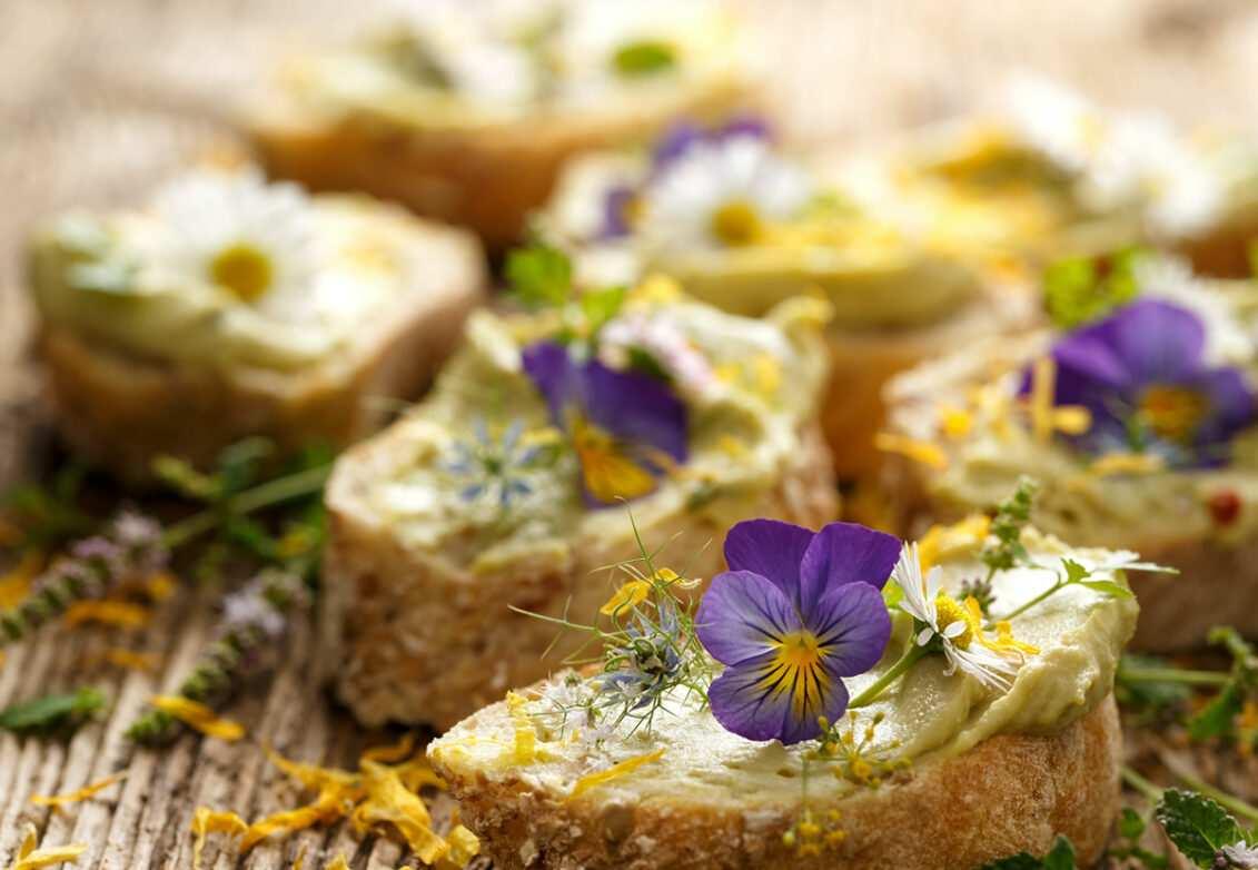 Des tartines de fleurs comestibles
