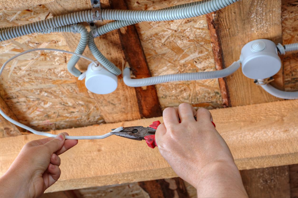 Les conditions de sécurité doivent être suivies à la lettre lors de tout travail électrique
