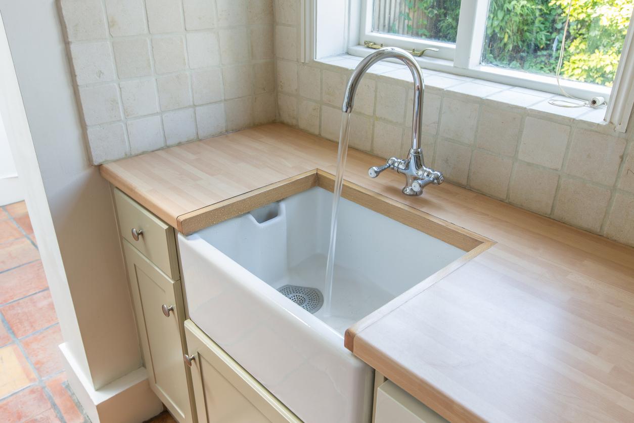 La résine est idéal pour un évier de cuisine encastré