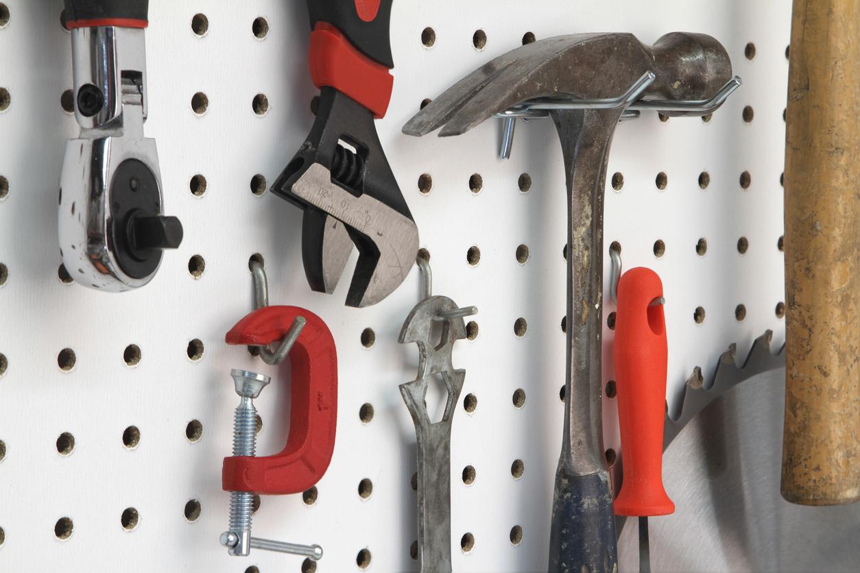 Pegboard pour outils de bricolage