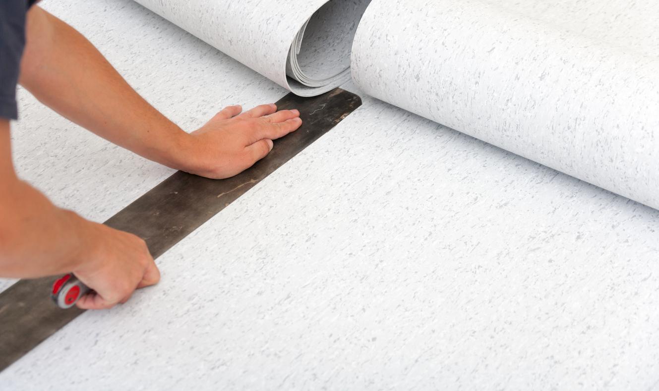 Installer un sol en PVC dans la salle de bain